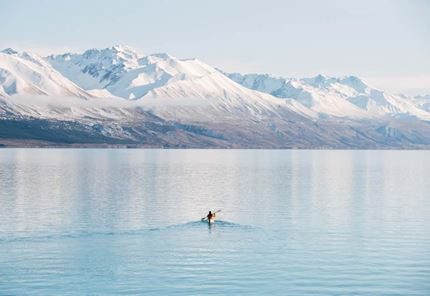 YHA lake tekapo kayaker heading to the centre of the lake