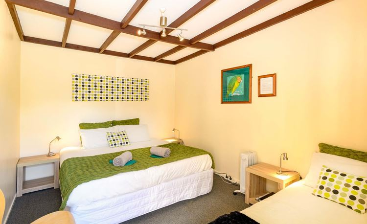 YHA Kinloch Double and single room