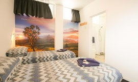 YHA Auckland International backpacker hostel double and single ensuite bedroom